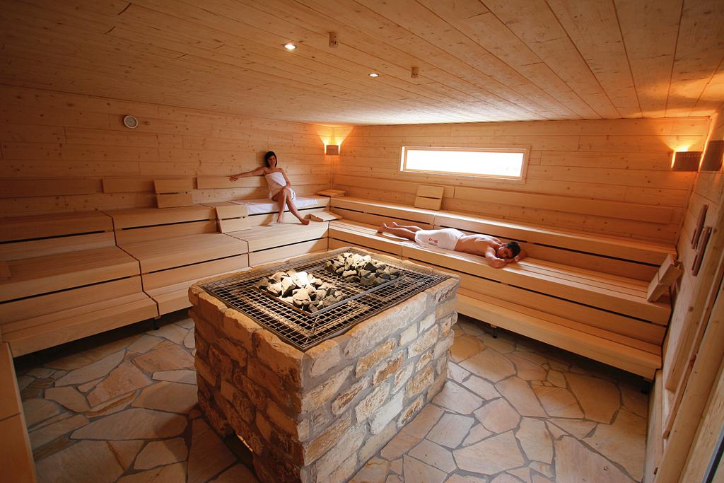 sauna im rendel bad. Black Bedroom Furniture Sets. Home Design Ideas