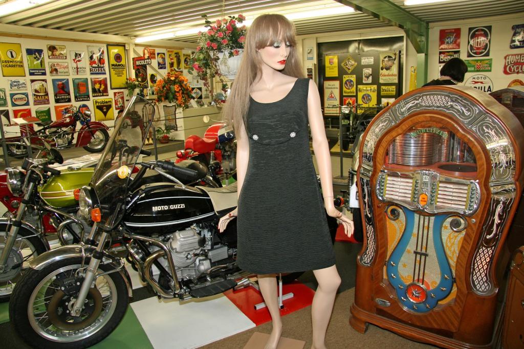 auto und motorrad museum mit museum f r modernes glas. Black Bedroom Furniture Sets. Home Design Ideas